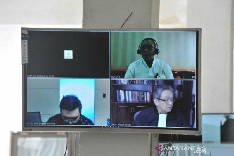 Bupati nonaktif Ahmad Yani minta dibebaskan dari dakwaan