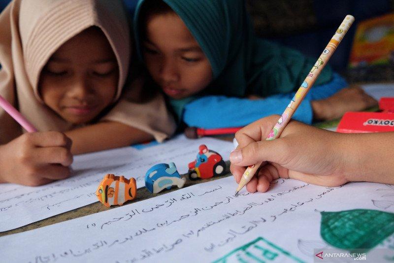 Bolehkah beri catatan kecil di Al-Qur'an seperti kasus Dian Sastro?