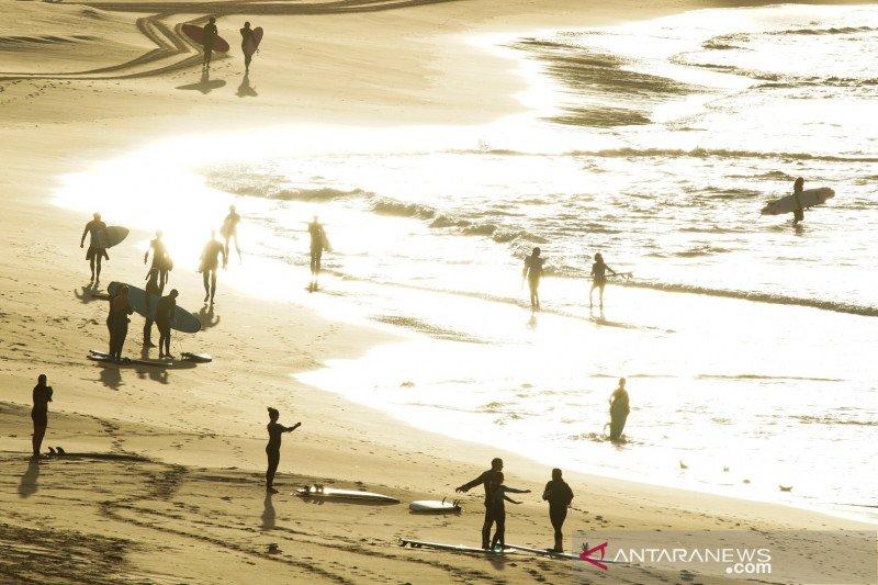 Sebagian wilayah Pantai Bondi di Sydney kembali dibuka
