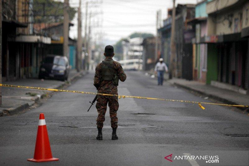 Lawan COVID-19, El Salvador tangguhkan transportasi umum