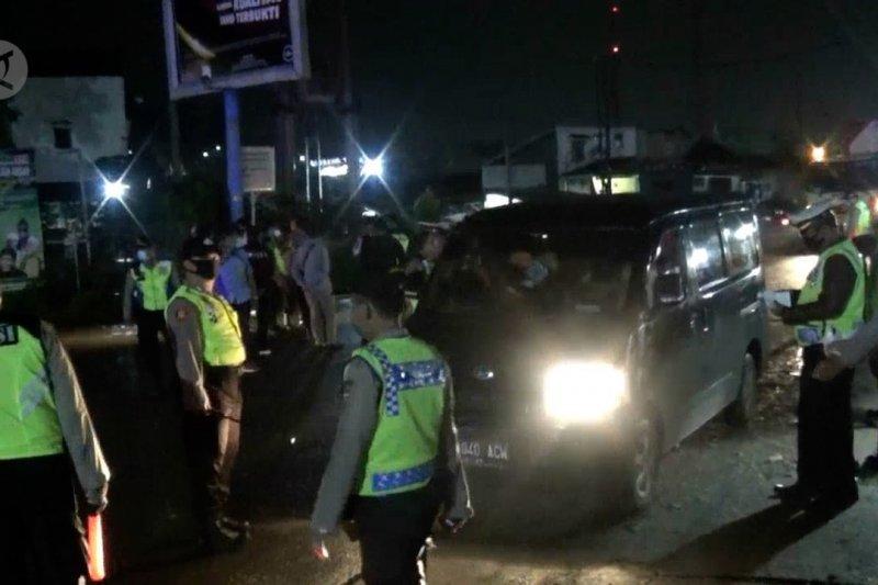 Ratusan kendaraan tertahan menuju Pelabuhan Merak