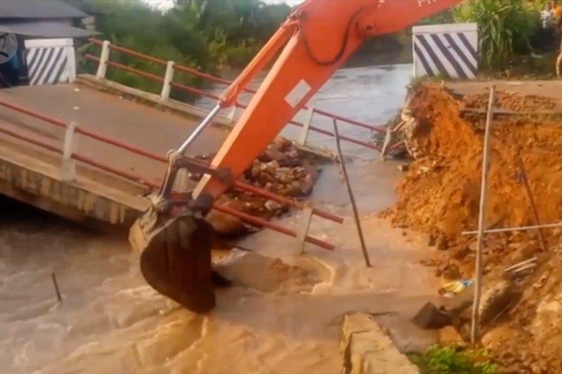 Petugas SAR berhasil temukan jasad korban jembatan ambruk