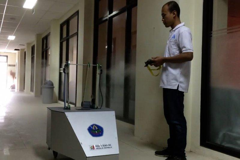 Robot penyemprot disinfektan karya mahasiwa  Politeknik Negeri Jember
