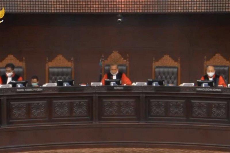 Sidang Perppu COVID-19, MK minta penggugat bandingkan dengan negara lain