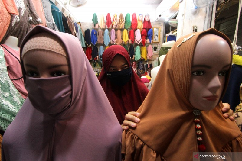 Omzet pedagang busana muslim menurun
