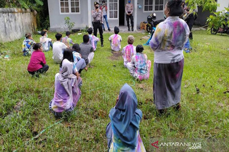 Polisi Palangka Raya bubarkan siswa corat-coret seragam sekolah