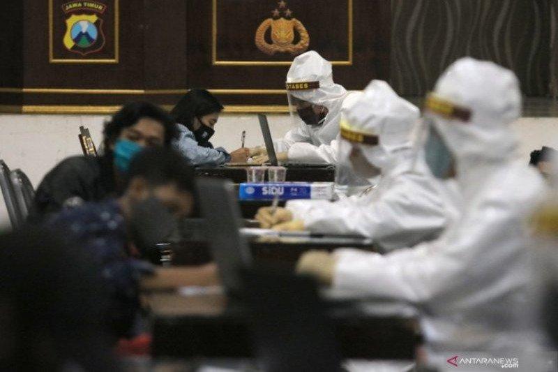 Enam warga yang diamankan saat razia PSBB Surabaya segera dites