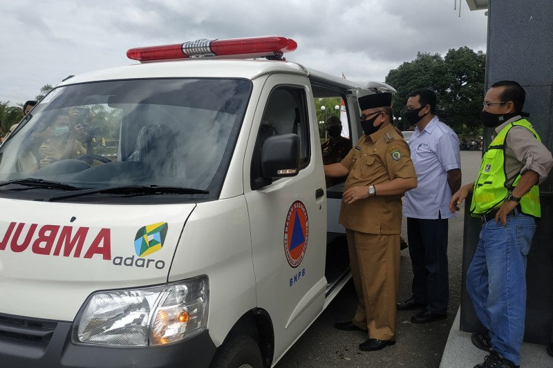 PT Adaro serahkan ambulans khusus pasien COVID-19