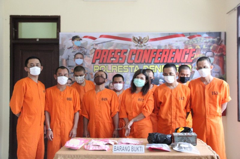 Polisi tangkap pengedar ratusan ekstasi di Denpasar