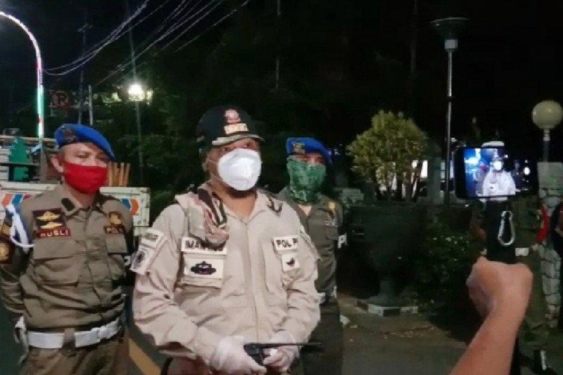 Pemberlakuan PSBB, Satpol PP Makassar tutup paksa restoran