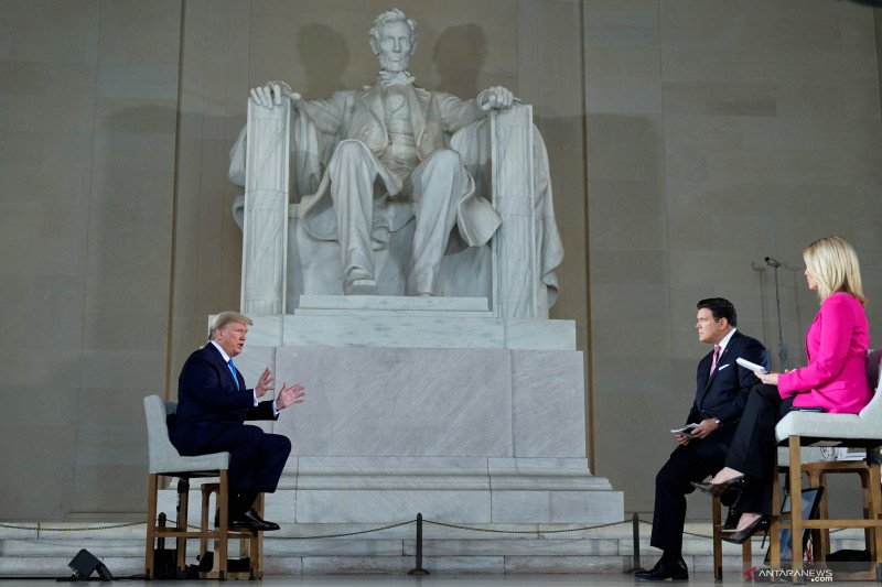 Fox News Chanel wawancara Trump tentang dampak COVID-19