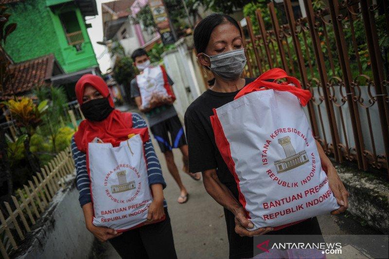 Presiden Jokowi salurkan bansos warga terdampak COVID-19 ke 15 kota
