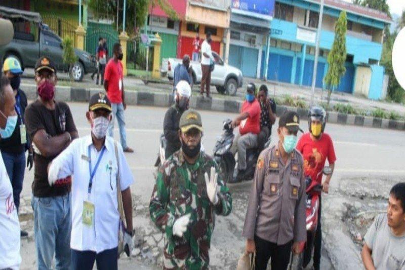 Resahkan warga, portal jalan ilegal Distrik Sentani Kota ditertibkan