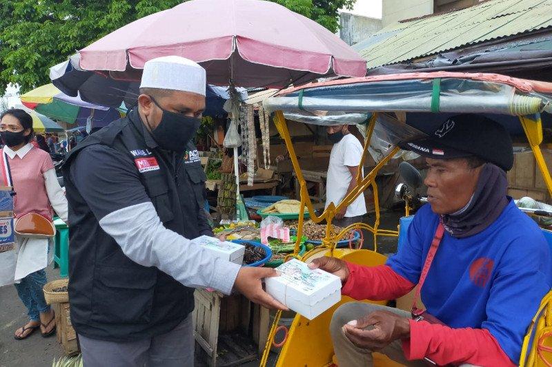 Pada Ramadhan saat pandemi COVID-19, ACT-MRI Maluku bagi takjil gratis