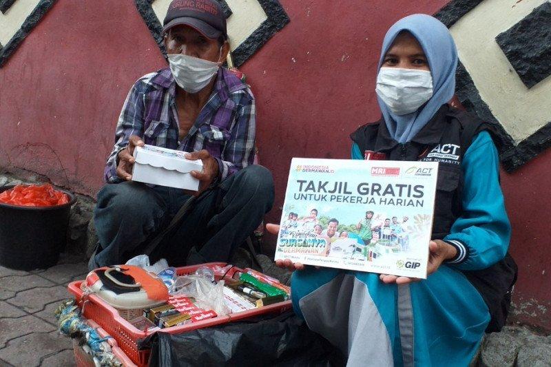 2.000 takjil gratis ACT-MRI disalurkan untuk pekerja informal di Ambon