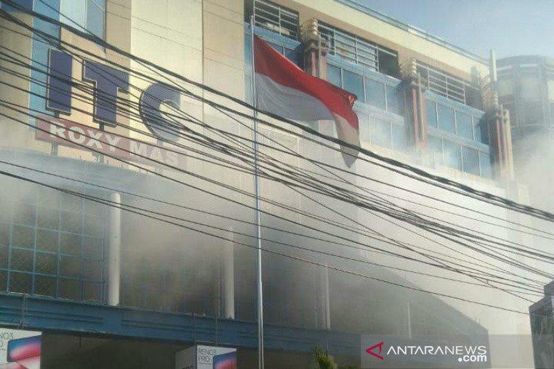 Kanopi ITC Roxy Mas terbakar