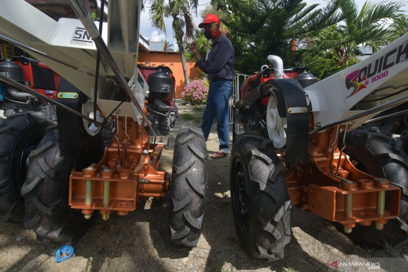 Bantuan traktor tangan untuk pacu produksi pangan