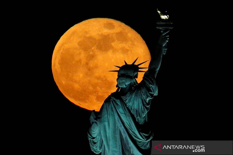 Supermoon dan Patung Liberty