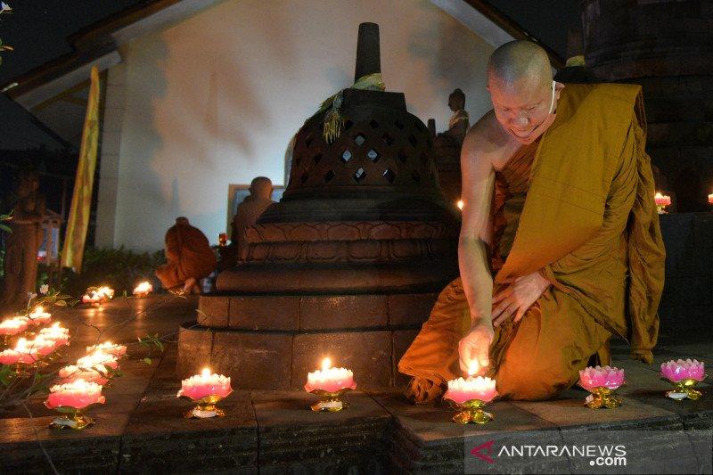 Puja bhakti detik-detik Waisak 2564 BE/2020 di vihara Wisma Vipassana Kusalacitta