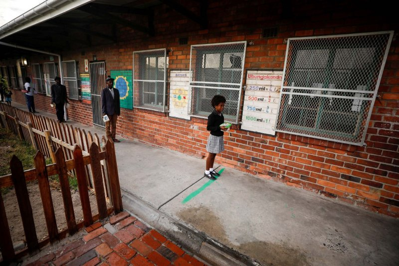 1.800 murid sekolah di Afrika Selatan terinfeksi corona