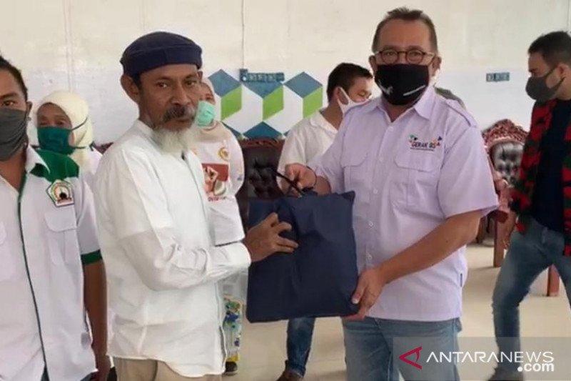 Ketua MPR salurkan sembako ke guru ngaji dan pengurus mushalla