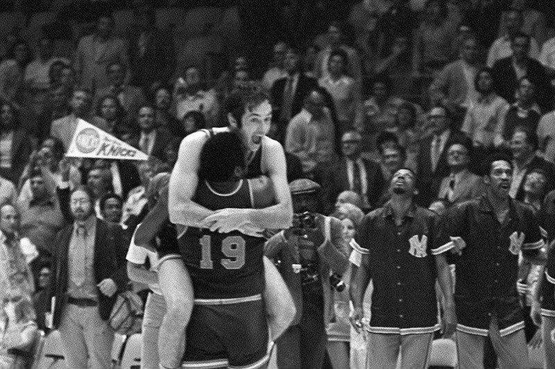 Hari ini Knicks juara NBA, lantas berpuasa hampir lima dasawarsa