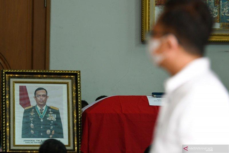 TNI kibarkan bendera setengah tiang atas meninggalnya Djoko Santoso