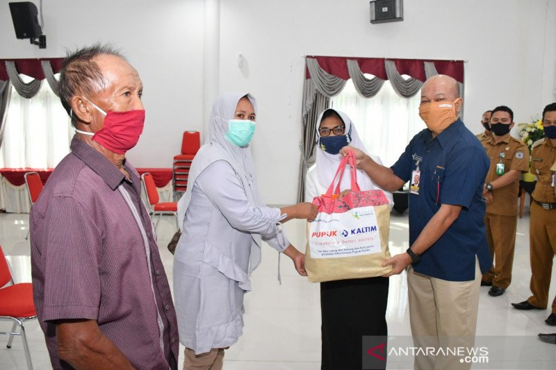 Pupuk Kaltim salurkan 5.500 paket sembako untuk masyarakat Bontang