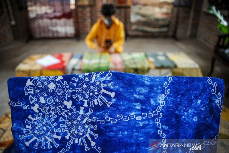 Produksi batik motif virus Corona