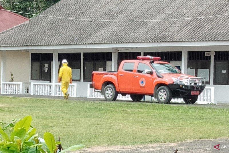 Polisi bantu evakuasi pasien positif COVID-19 di Kota Sorong