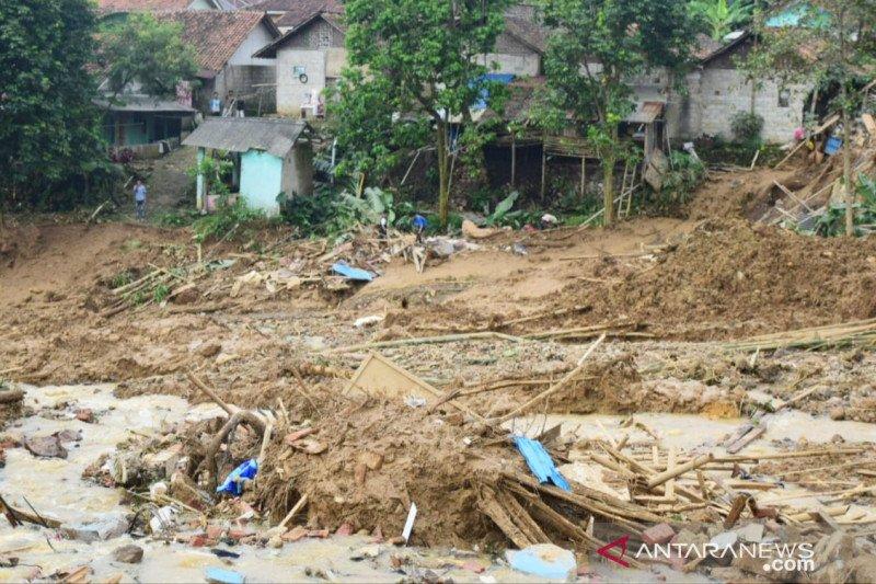 Korban longsor Bogor baru ditemukan setelah enam jam