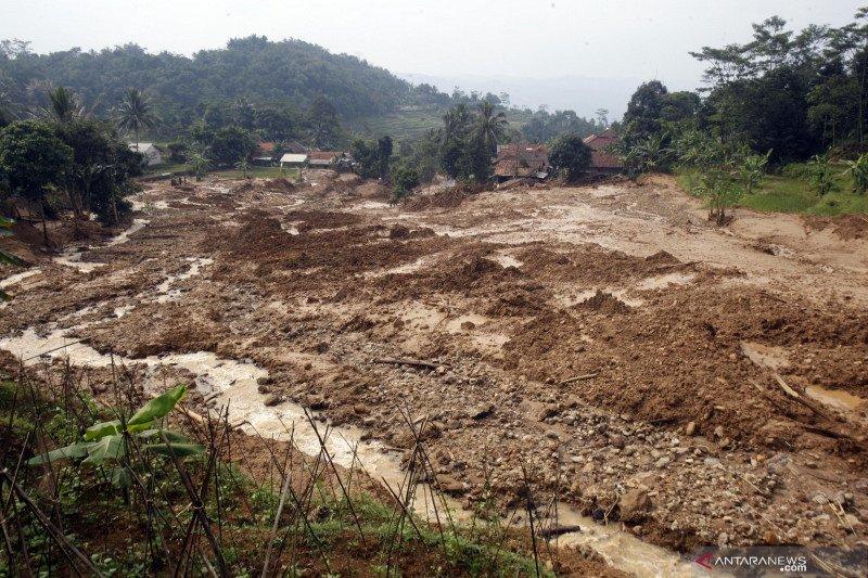 Banjir bandang dan tanah longsor terjang Kampung Suruluk, Kabupaten Bogor