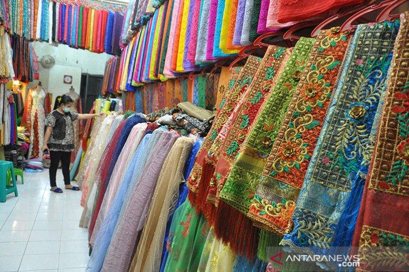 Presiden Jokowi: Beli produk Indonesia, selamatkan ekonomi kita