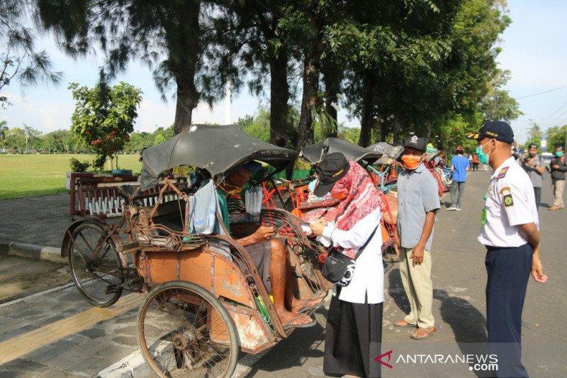 Baznas Kulon Progo santuni 150 tukang becak Kota Wates
