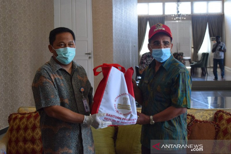 Ribuan paket sembako bantuan presiden didistribusikan di Kupang