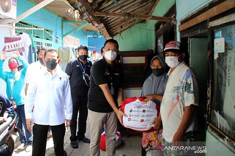 Mensos blusukan ke Bekasi dan Jakbar salurkan paket bantuan Presiden