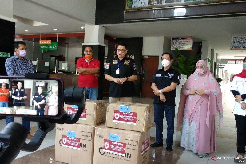 Anggota DPR serahkan APD dan alat tes cepat ke RSUD Tulungagung