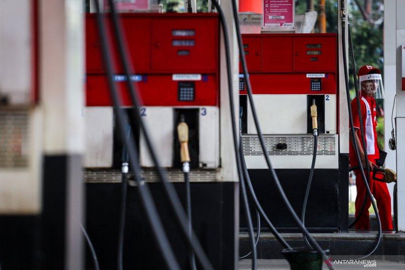 Harga minyak naik di atas 2 persen, ditopang pasokan ketat