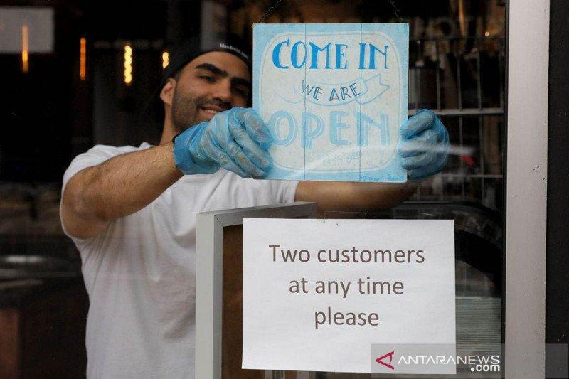 Aturan karantina COVID-19 Inggris berakhir untuk banyak tempat