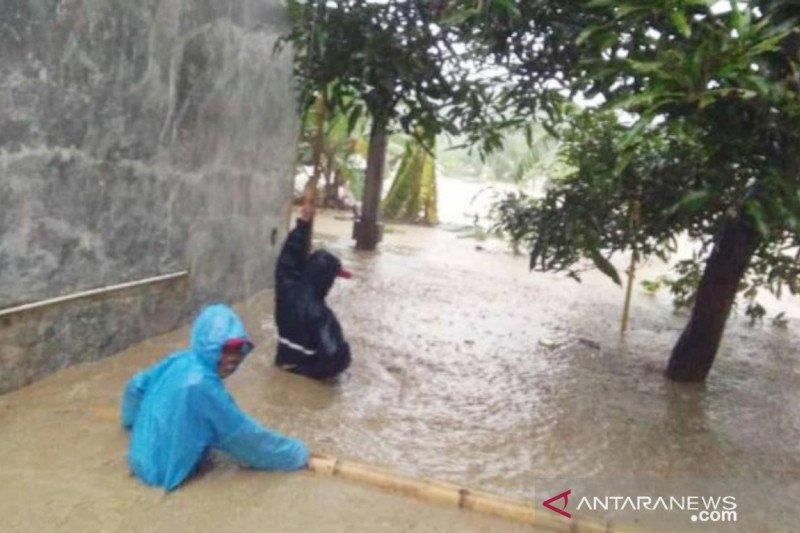 Hujan deras di Kabupaten Bogor rendam 22 rumah