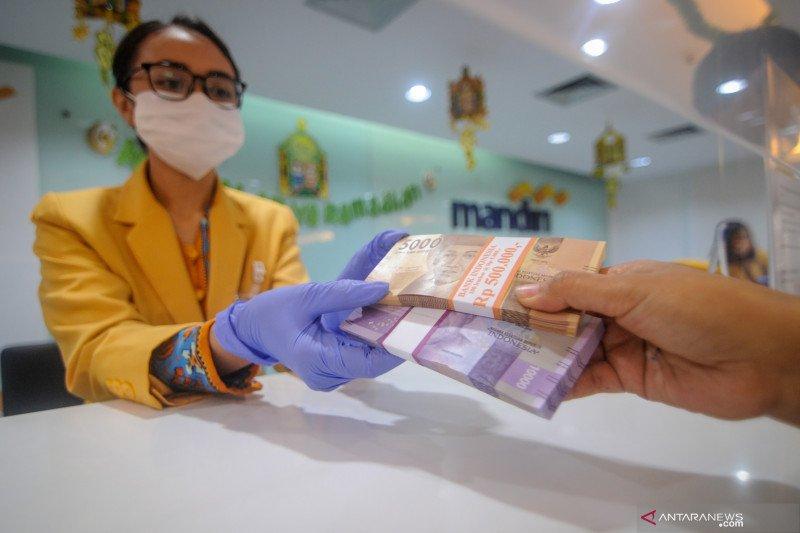 Layanan penukaran uang di loket perbankan