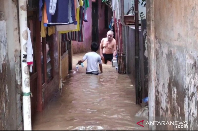 Banjir luapan Kali Ciliwung di Kebon Pala mulai surut