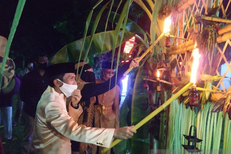 Pemkab Gorontalo lakukan tradisi tumbilotohe secara sederhana