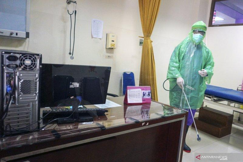 24 tenaga klinis empat puskesmas di Batang-Jateng positif COVID-19