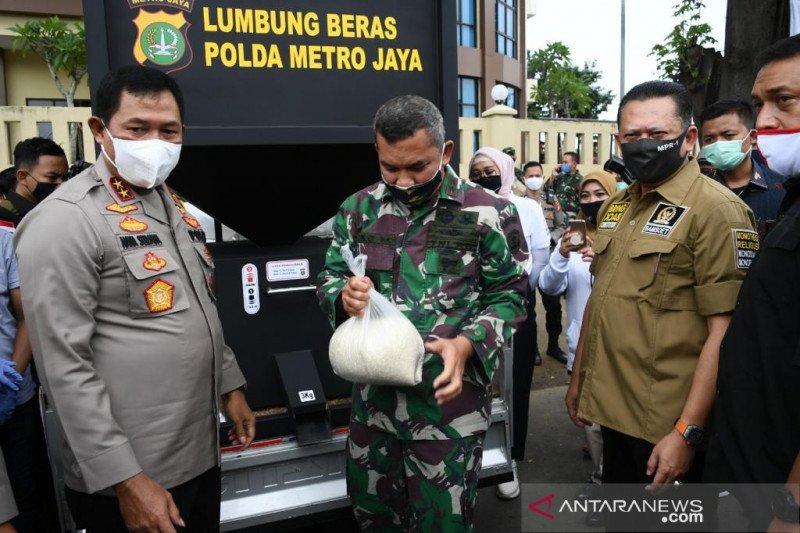 Bamsoet salurkan bantuan buat warga melalui Polres Jakarta Pusat