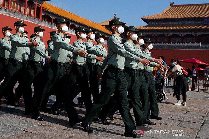 19 polisi di China dipecat
