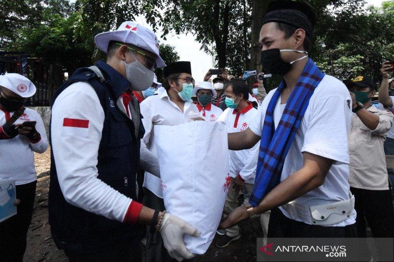 Relawan Indonesia Bersatu beri sembako mahasiswa perantauan di Jakarta