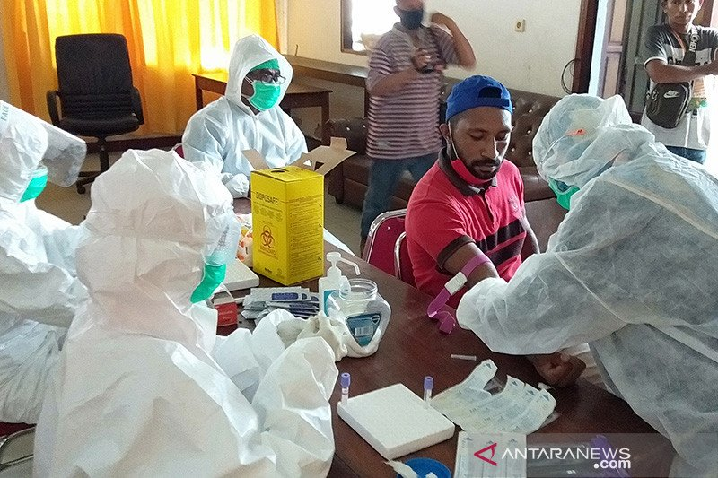 Hukum kemarin, tenaga medis ditembak hingga aparat desa terima bantuan