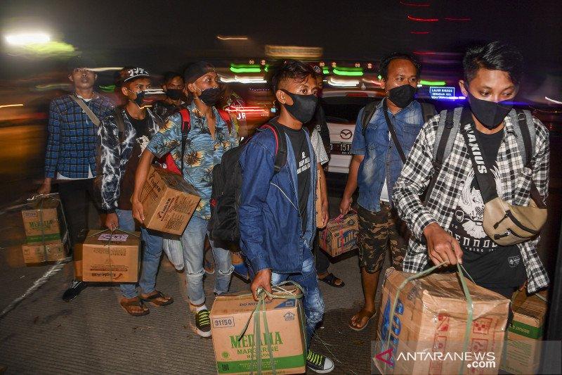 Pemudik terjaring razia di tol diarahkan kembali ke Jakarta