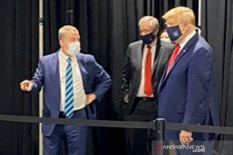 Donald Trump akhirnya mau pakai masker saat kunjungi pabrik Ford